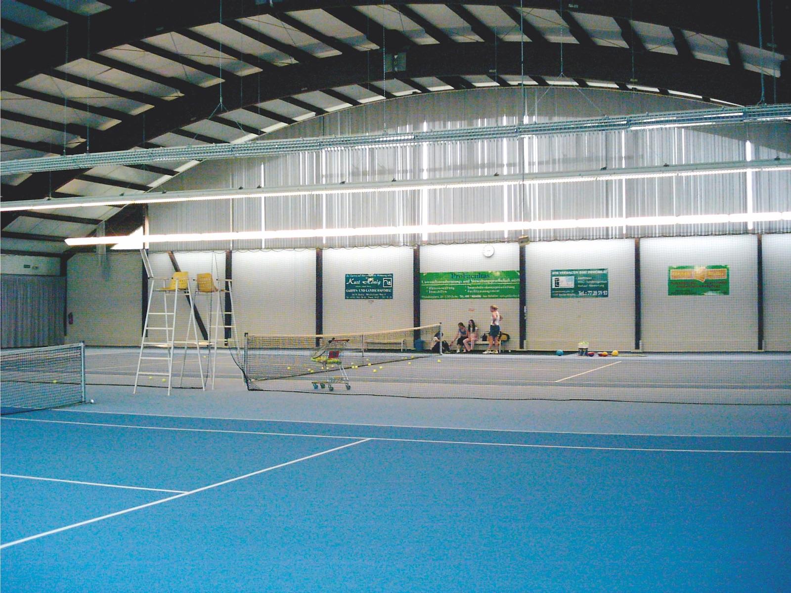 Innenansicht Tennishalle Tewsstraße
