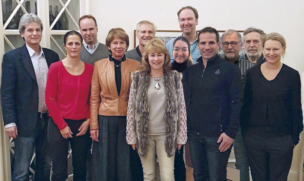 Amtierender Vorstand des T.C. Grün-Weiß Nikolassee mit Club-Manager (links)